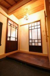 自然素材の木組みの家 玄関