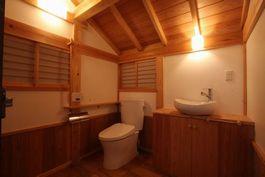 自然素材の木組みの家 トイレ